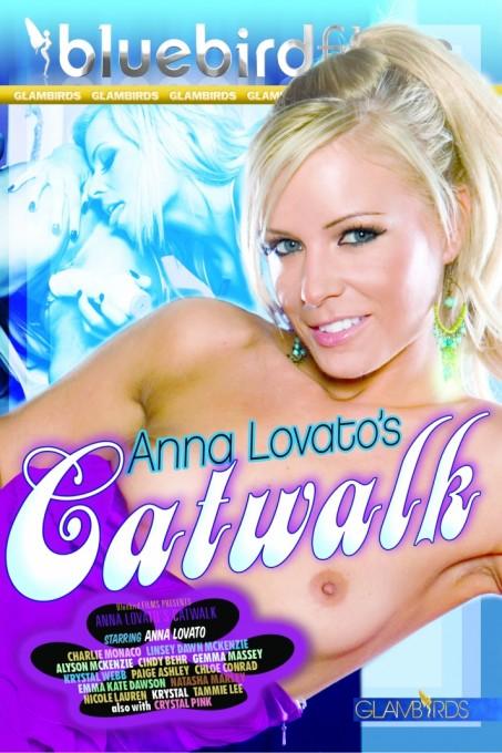 Anna Lovatos Catwalk